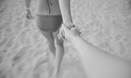 Ma femme offerte à la plage